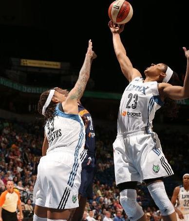 maya-moore-dominates-connecticut-in-air-jordan-xx3-23-pe-1