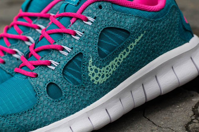 nike-free-5.0-gs-tropical-teal -arctic-green-pink-flash-2
