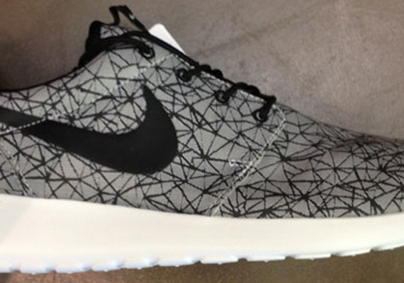 Nike Roshe Run Grey Black Graphic