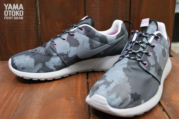 new concept 12d2e 12716 nike-wmns-roshe-run-print-black-cool-grey-