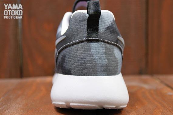Nike WMNS Roshe Run Print Black Cool Grey Club Pink