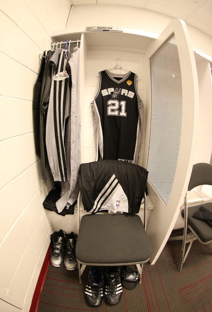 tim-duncan-balls-hard-in-adidas-crazyquick-pe-2
