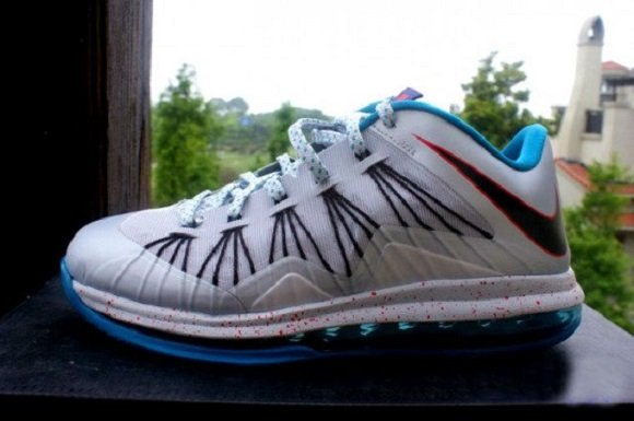 "Lebron X Low ""Hornets"" – Release Reminder"