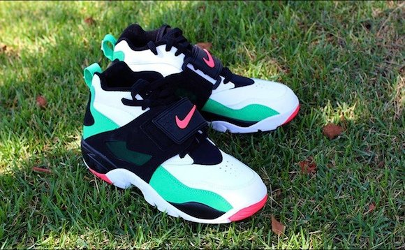 Nike Air Diamond Turf Gamma Green Atomic Red New Release