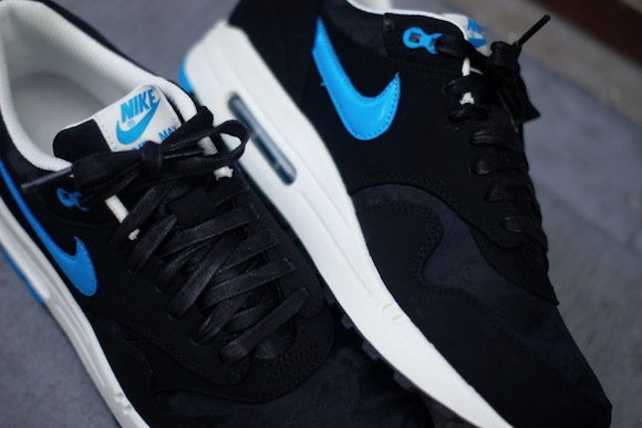 air max 1 black and blue