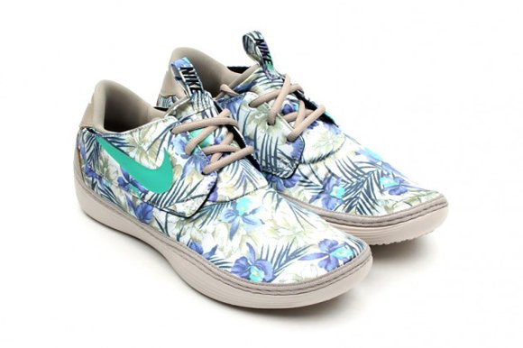 Nike Solarsoft Moccasin Floral Print Pack Another Look 03