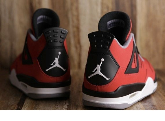 Air Jordan IV Toro Bravo Release Reminder