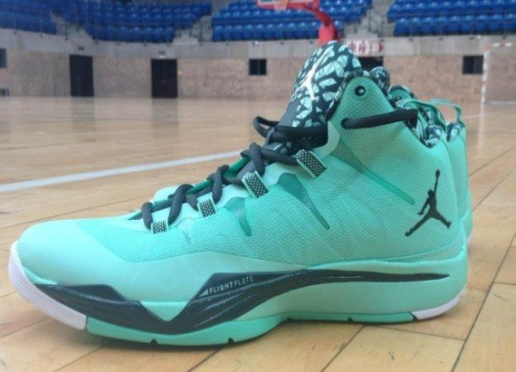jordan-superfly-2-green-glow-black-spruce-white-4