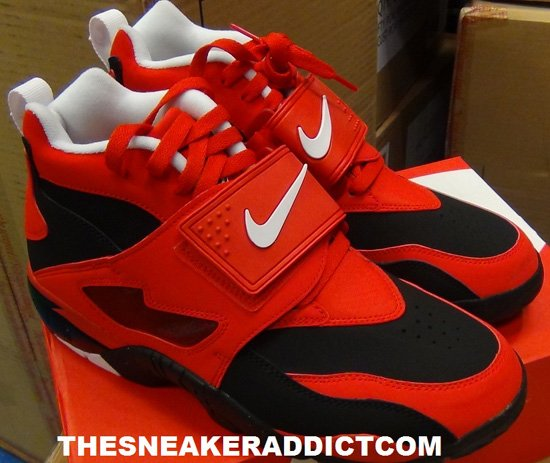 nike-air-diamond-turf-black-white-challenge-red-2