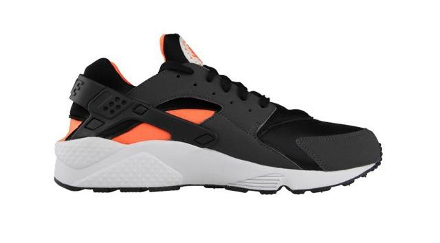 nike-air-huarache-le-black-total-orange-anthracite-4