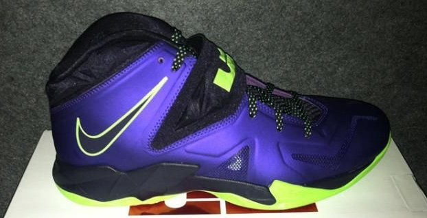 465480d324af Nike LeBron Zoom Soldier VII (7)  Court Purple Blueprint-Flash Lime ...
