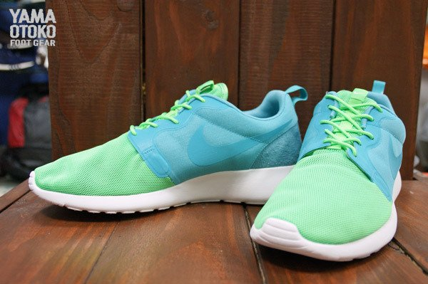 nike-roshe-run-hyperfuse-qs-pack-new-images-14