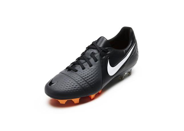 nike-soccer-goes-back-to-black-for-start-of-new-season-4