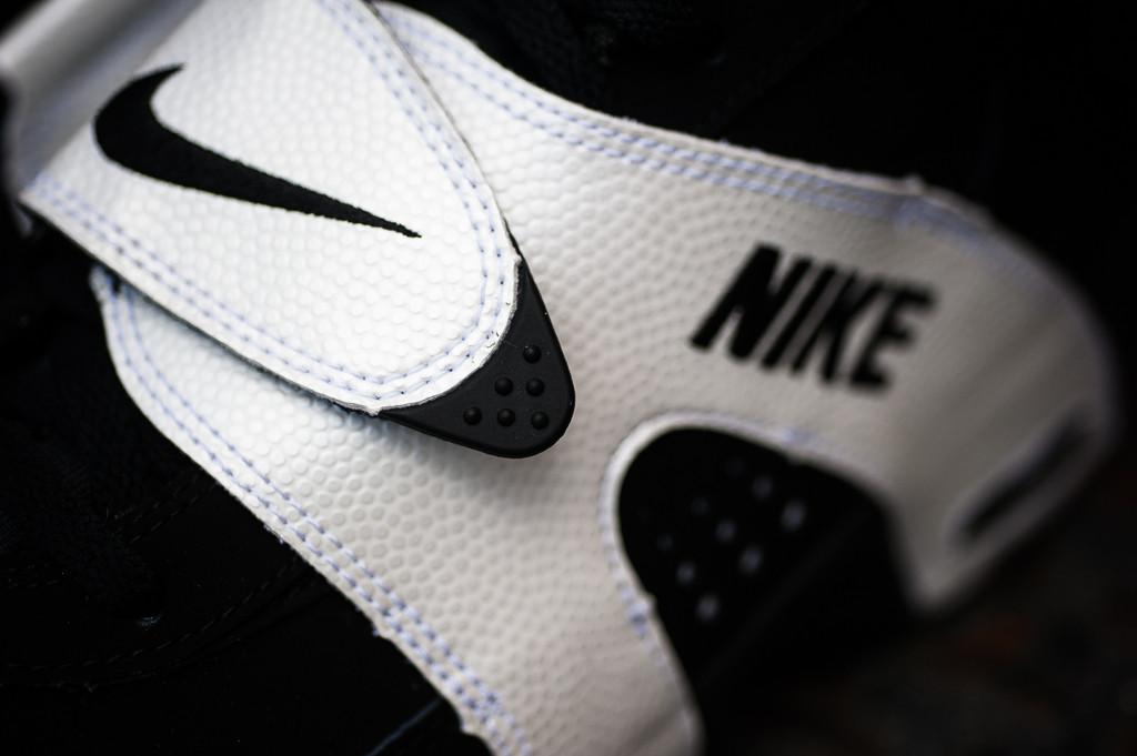 release-reminder-nike-air-veer-black-black-white-1