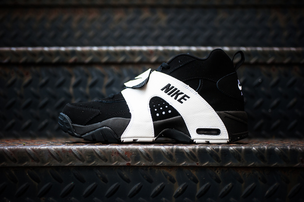 release-reminder-nike-air-veer-black-black-white