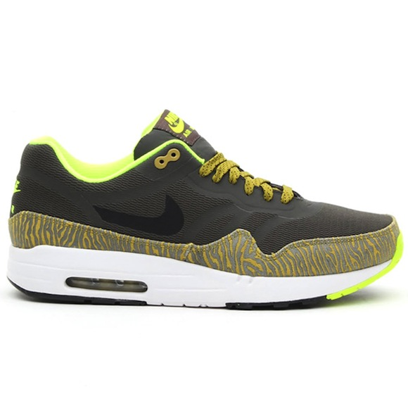 Nike Air Max 1 Tape Black Parachute Gold New Release