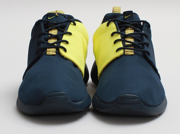 NIKE SPLIT ROSHERUN ROSHE RUN NAVY BLUE/ YELLOW  SHOES