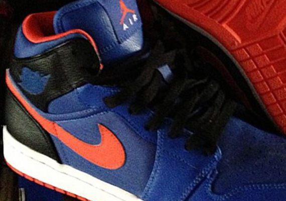 Air Jordan 1 Mid Knicks Sample