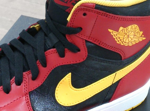Air Jordan 1 Retro High OG Hawks