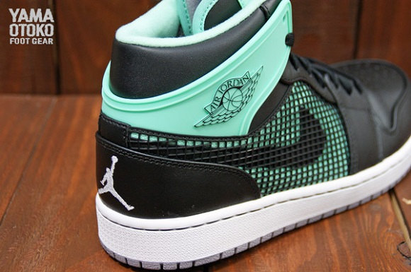 Air Jordan I 1 89 Green Glow Release Info And Detailed Look