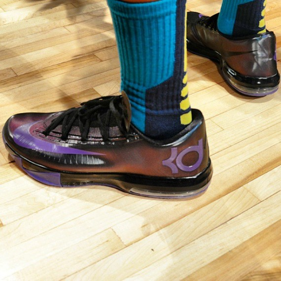 Kevin Durant in NIKEiD KD 6 Chroma