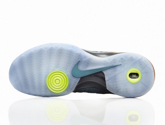 Nike Hyperdunk 2013 Kyrie Irving Australia PE Now Available