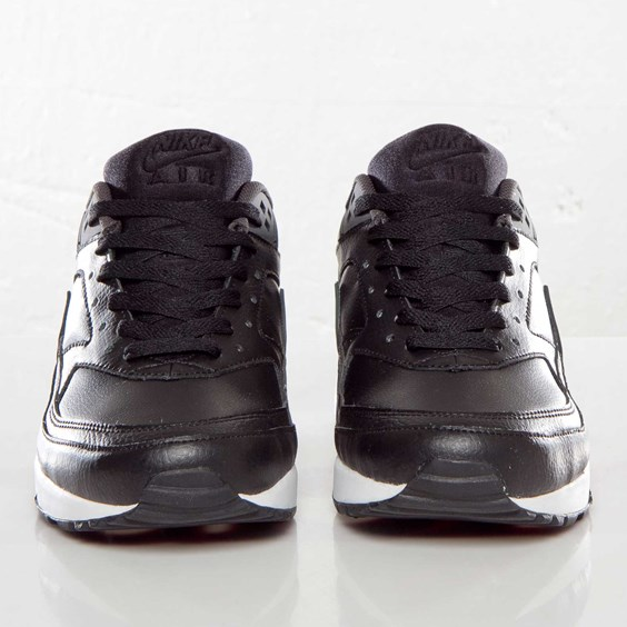 nike-air-classic-bw-black-anthracite-team-red-atomic-red-3
