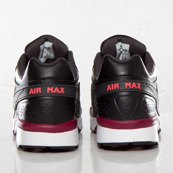 nike-air-classic-bw-black-anthracite-team-red-atomic-red-4