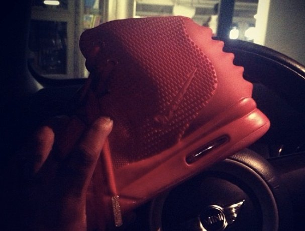 nike-air-yeezy-2-red-october-new-image
