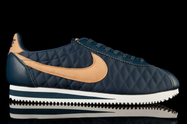 nike-cortez-nylon-quilted-pack-4