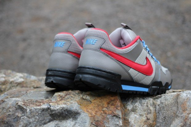nike-mogan-ii-oms-soft-grey-university-red-blue-2