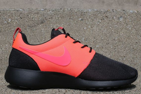 nike-roshe-run-split-pack-pt2-black-crimson-1