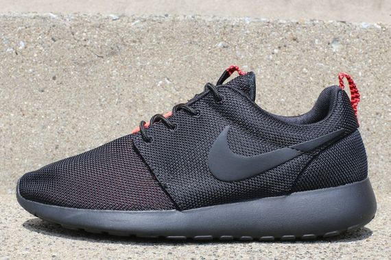 nike-roshe-run-split-pack-pt2-black-crimson-2