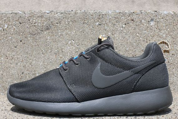 black blue roshe run