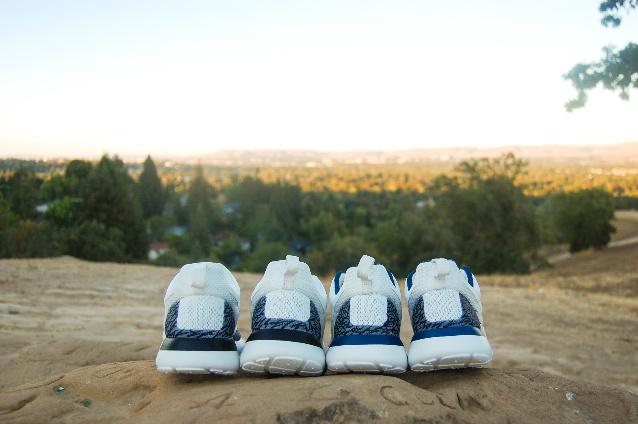 nike-roshe-run-white-cement-true-blue-customs-4