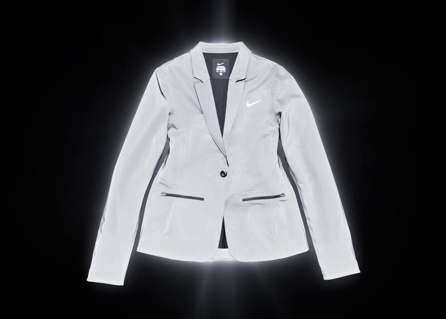 nike-tennis-introduces-reflective-vapor-flash-footwear-and-jackets-1