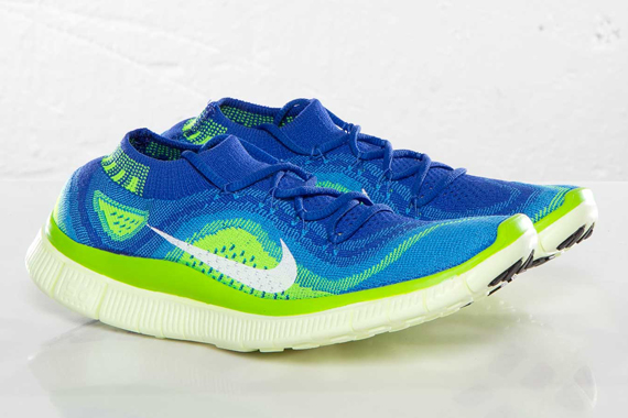 nike-wmns-free-flyknit-game-royal-white-blue-glow-electric-green-1