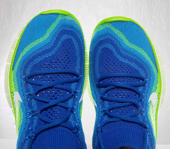 nike-wmns-free-flyknit-game-royal-white-blue-glow-electric-green-5