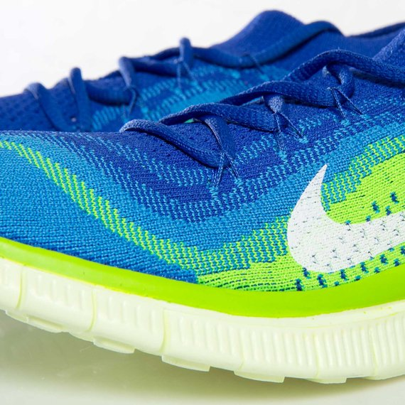 nike-wmns-free-flyknit-game-royal-white-blue-glow-electric-green-7