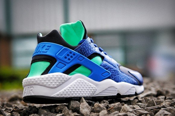 finest selection 93fc5 7fb7f release-reminder-size -nike-air-huarache-navy-blue
