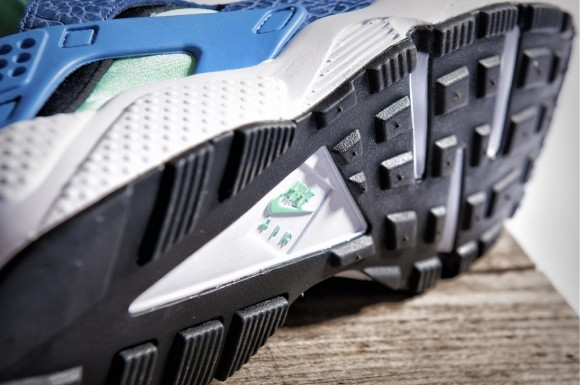 release-reminder-size?-nike-air-huarache-navy-blue-green-3