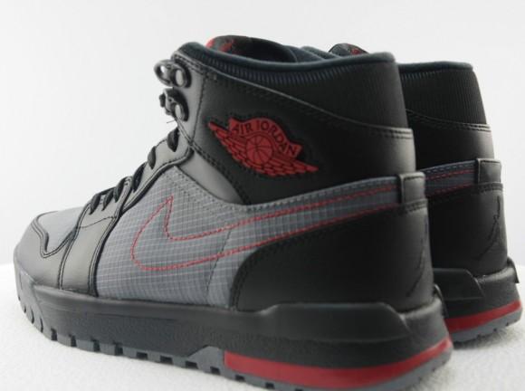 Air Jordan 1 Trek First Look