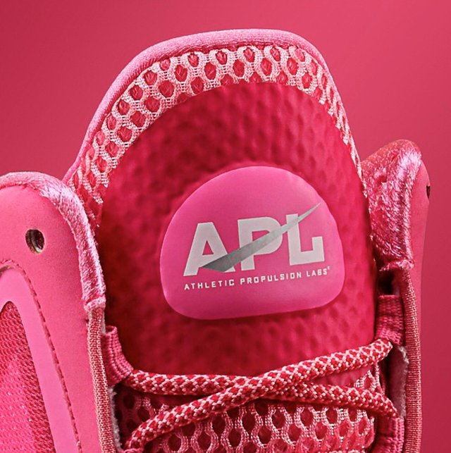 athletic-propulsion-labs-concept-3-breast-cancer-awareness-full-look-2
