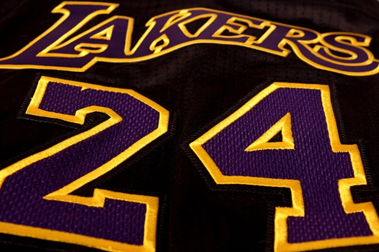 los-angeles-lakers-unveil-new-hollywood-night-black-alternate-uniforms-10