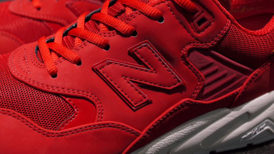 new-balance-mrt580ab-red-white-3