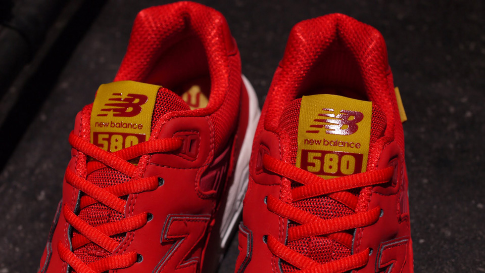 new-balance-mrt580ab-red-white-4
