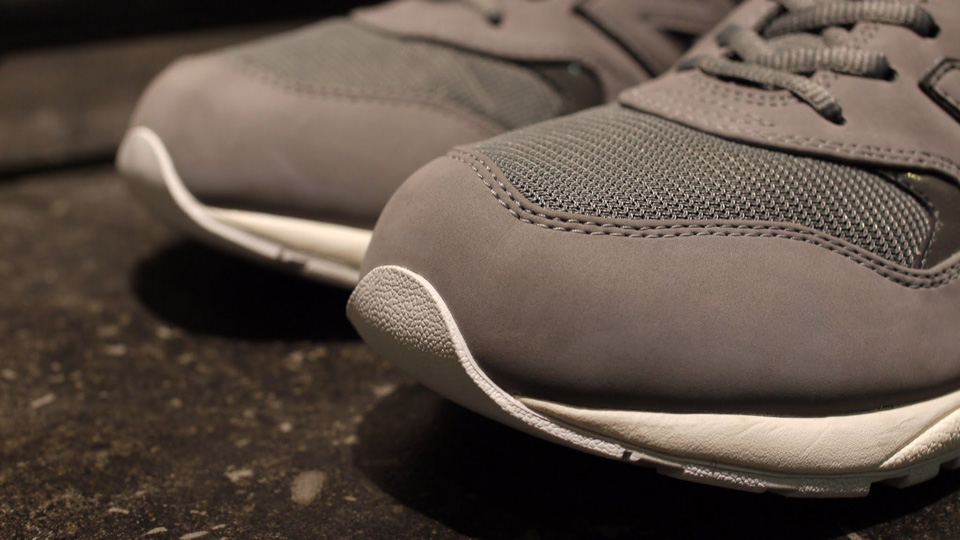 new-balance-mrt580ac-grey-white-2