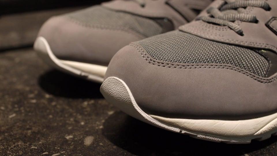 new-balance-mrt580ac-grey-white-2