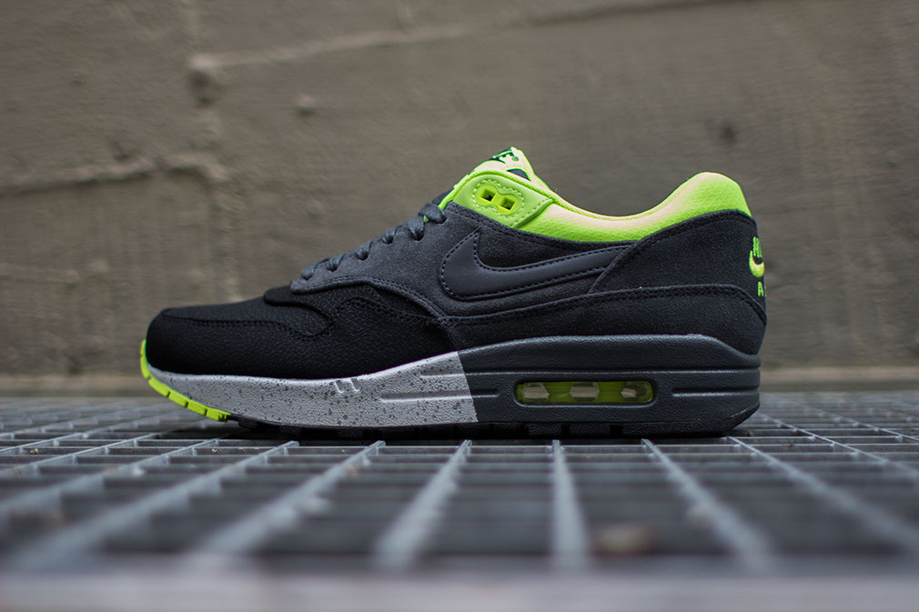 nike-air-max-1-prm-black-anthracite-volt-1