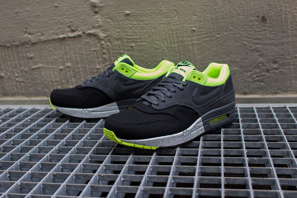 nike-air-max-1-prm-black-anthracite-volt-2